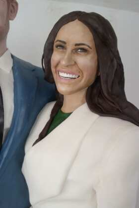 Lara-Mason-makes-life-size-cakes-of-Meghan-Markle_2
