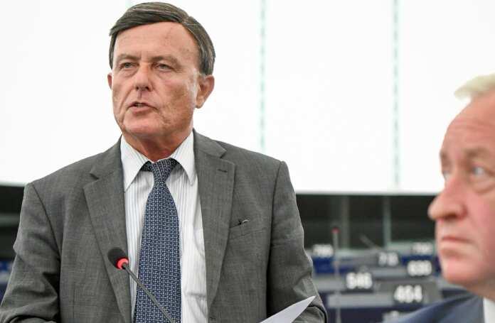 Alfred Sant Libja UE