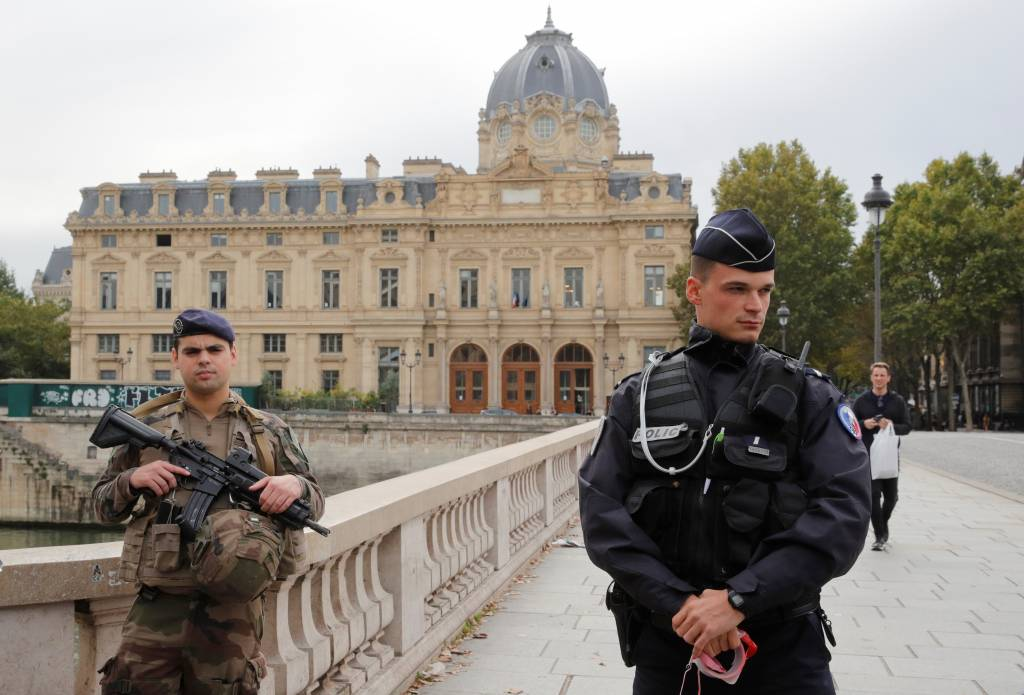 French police arrest man holed up in museum - Newsbook