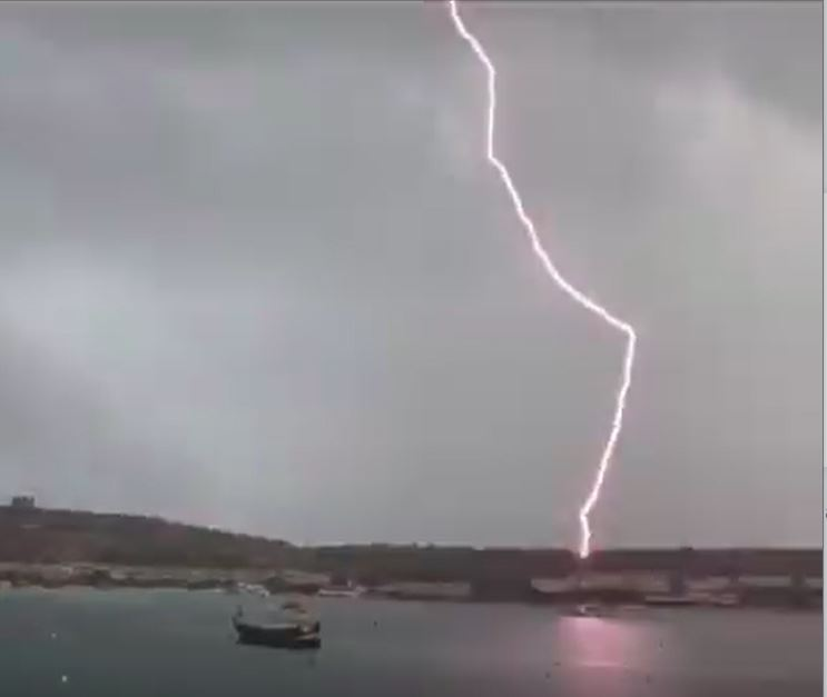 Watch: Lightning strikes boat at Armier bay - Newsbook