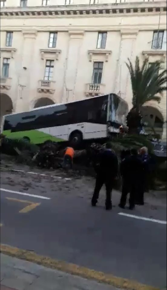 Photos: Bus ends up on central strip in Floriana - Newsbook