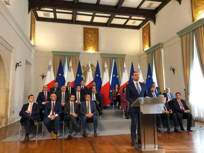 Press conference cabinet