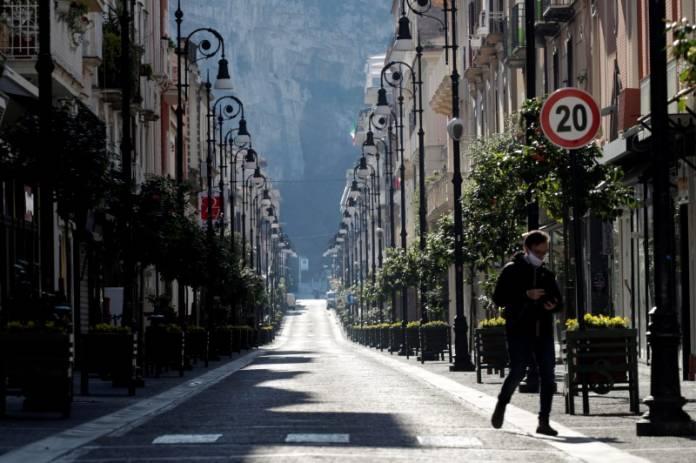 Italians continue second week in coronavirus lockdown