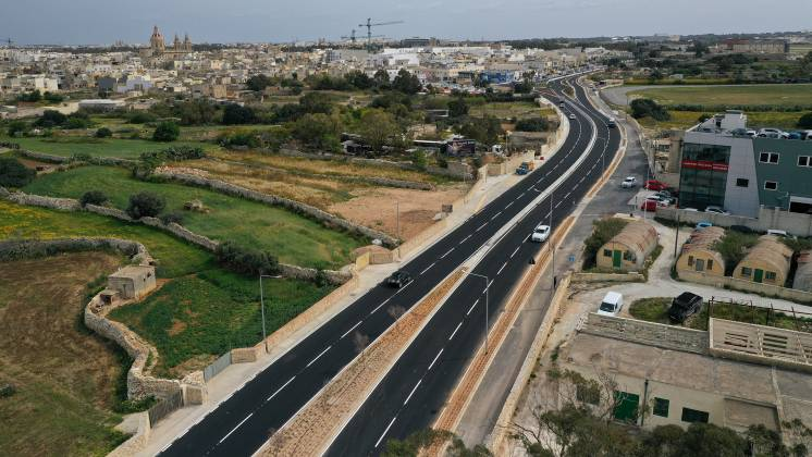 road between qormi and luqa