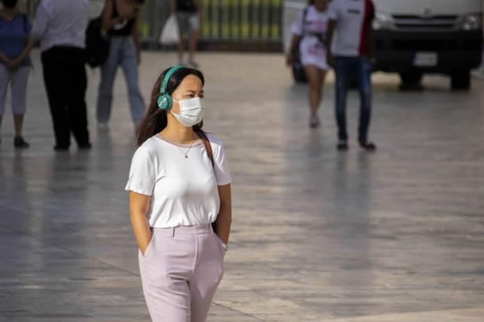 woman-wearing-mask-valletta-2