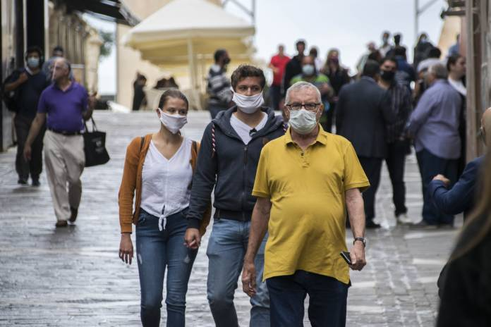 people-wearing-masks-valletta-2