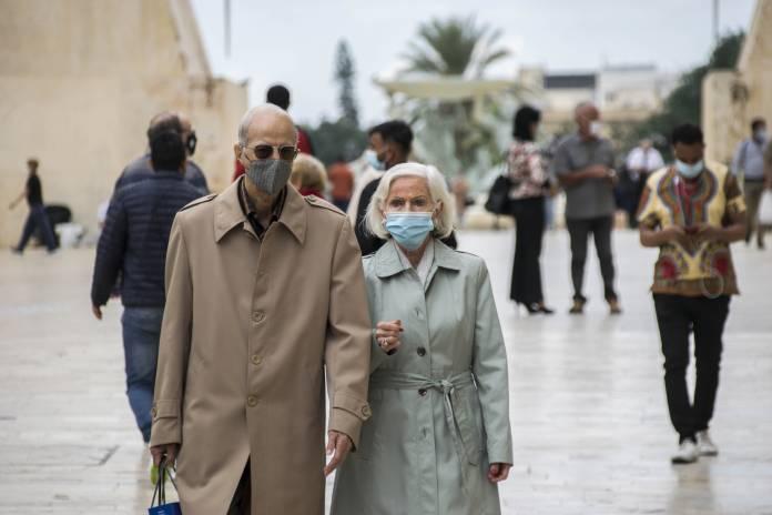 people-wearing-masks-valletta-2