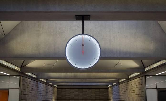 clock watch daylight changes