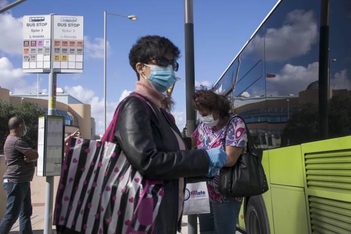 woman-wearing-mask-coronavirus