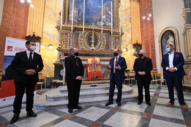 President-of-Malta-George-Vella-Prime-Minister-Robert-Abela-and-other-distinguished-guests-lay-wreaths-on-the-War-Memorial-on-the-occasion-of-Remembrance-Day-4