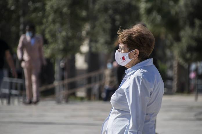 woman-wearing-face-mask-valletta-coronavirus