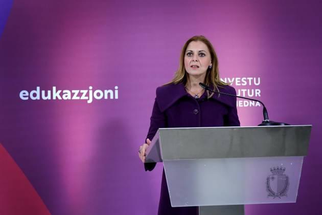 Ministru tal-Edukazzjoni Justyne Caruana