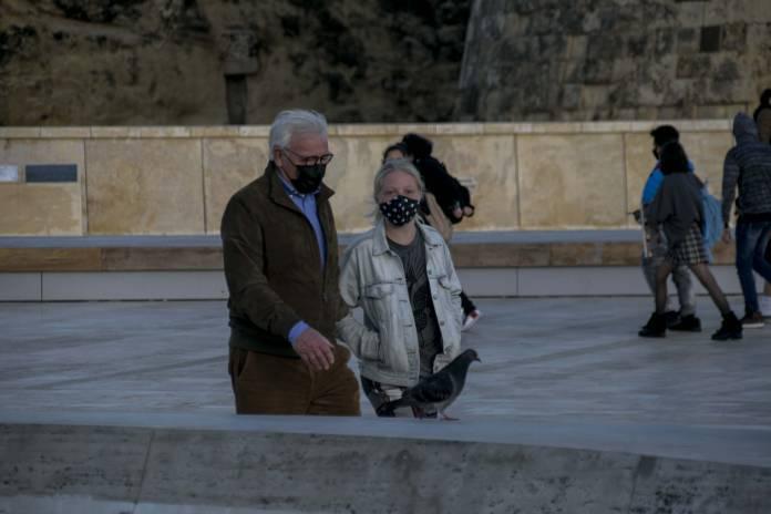 people-wearing-face-masks-valletta