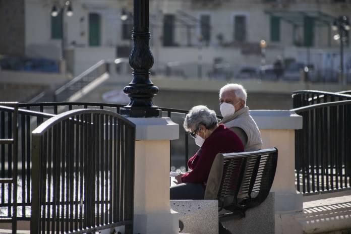 elderly-people-wearing-face-masks