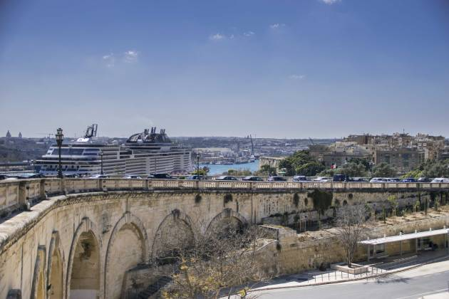 Cruise-ship-grand-harbour-Valletta