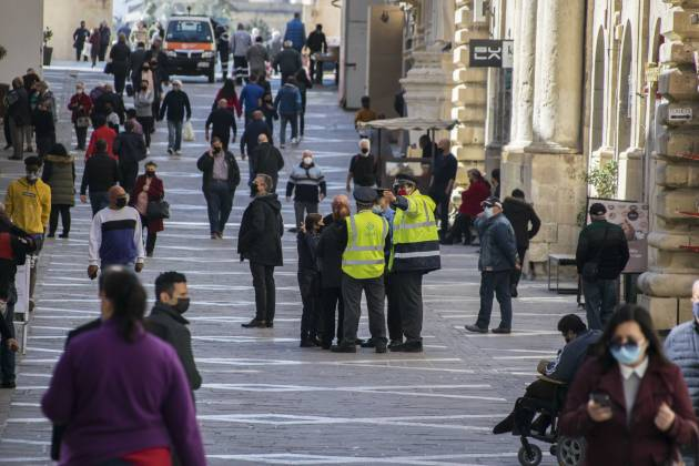 LESA-authorities-fines-people-in-Valletta