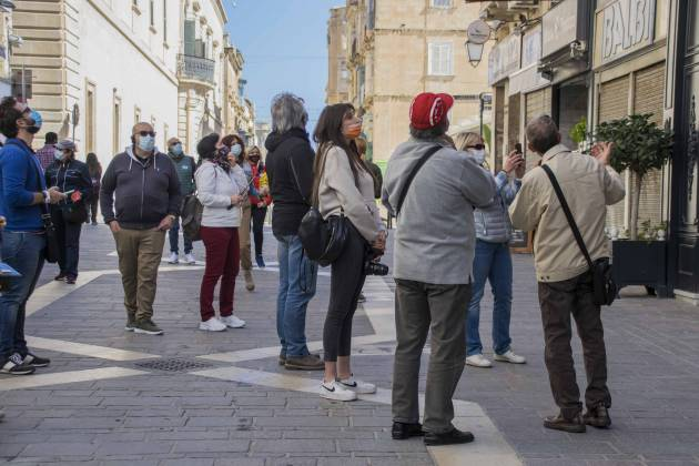 Tourists-in-Valletta