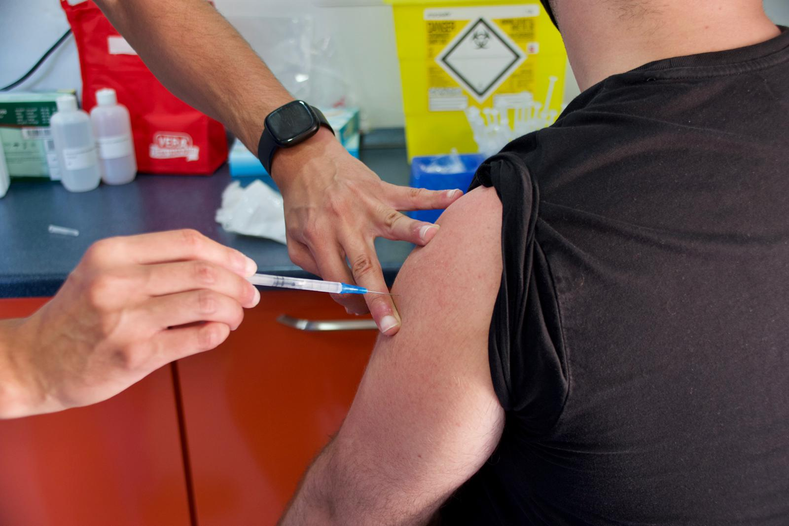 Risk of bloodclots from AstraZeneca vaccine similar to Pfizer
